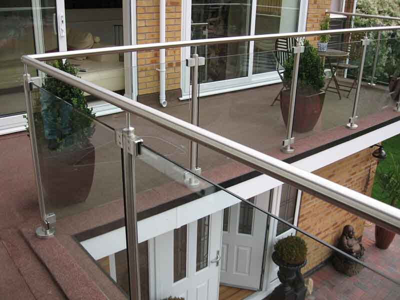 Balcony glass balustrading