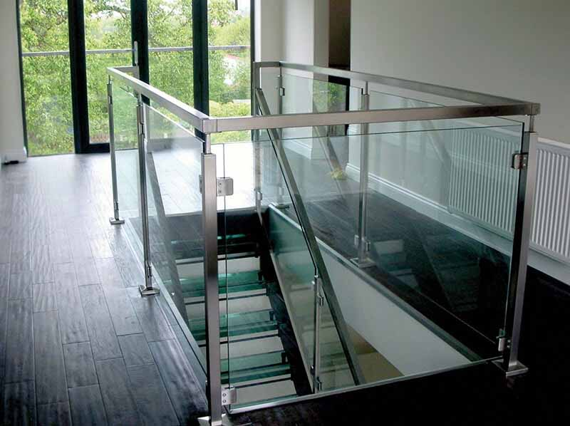 Stainless glass square railing